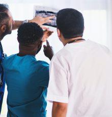 Docentes da UFCSPA obtém na justiça liminar para manutenção dos adicionais de insalubridade e gratificação de raio-x  durante a pandemia
